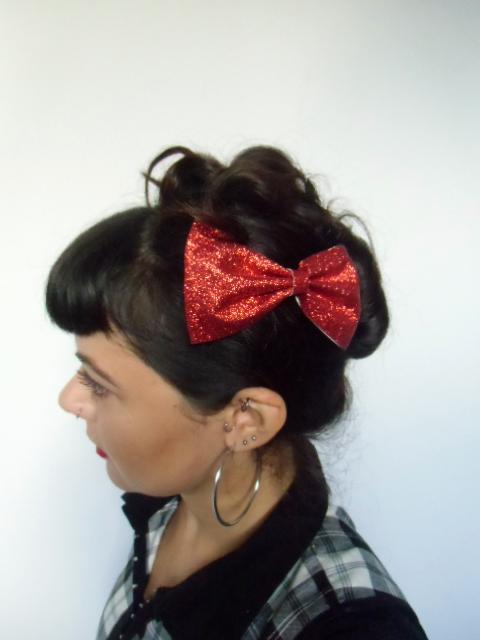 pince clip cheveux gros noeud paillettes rouges. Black Bedroom Furniture Sets. Home Design Ideas