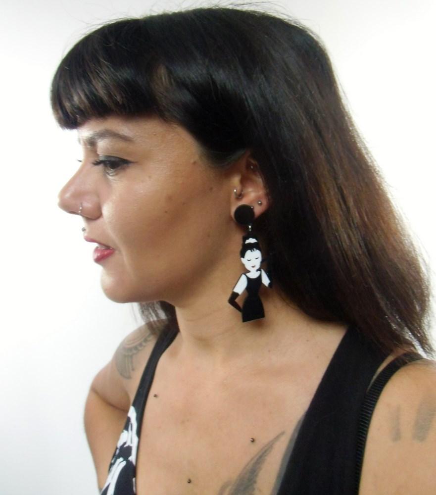 boucles d'oreilles dépareillées rétro audrey hepburn
