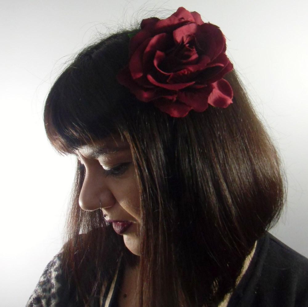 pince clip à cheveux broche rose rouge bordeaux coiffure rétro