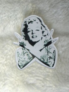 Broche plastique originale portrait Marilyn Monroe tattoo