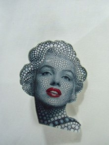 Broche plastique originale portrait Marilyn Monroe points
