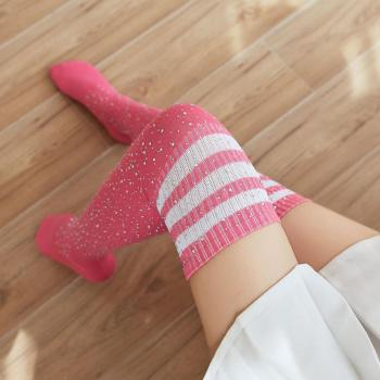 chaussettes-montantes-hautes-genoux-roses-strass-bandes-blanches