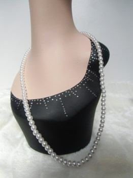 Collier en perles blanches glamour rétro pin-up