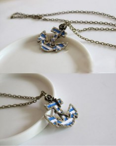 "Collier ancre marine bleue et blanche ""Ahoy pin-up"""