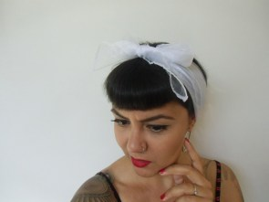 "Foulard à cheveux transparent blanc ""White pinup hairdo"""