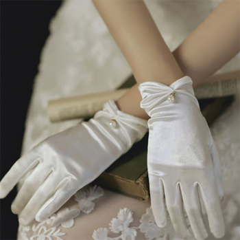 gants-courts-satines-blancs-perle-bijou-finition-doree