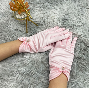 gants-courts-satines-roses-pales-perle-bijou-finition-argentee