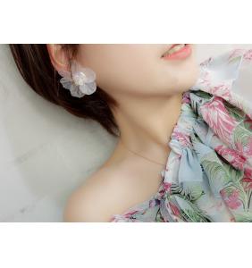"""Boucles d'oreilles fleurs blanches à perles """"Pearly flowers"""""""
