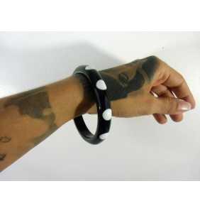 """Bracelet rétro fin en résine noire à pois blancs """"Dotty thin bangle"""""""