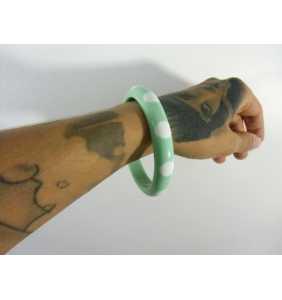 """Bracelet rétro fin en résine vert menthe à pois blancs """"Dotty thin bangle"""""""