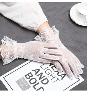 """Gants blancs courts en résille et dentelle """"Knotty gloves"""""""