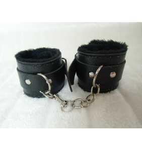 """Menottes noires en simili-cuir nervuré intérieur fourrure """"Furry cuffs"""""""