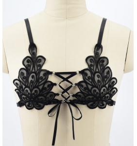 """Soutien-gorge harnais noir lacé entre les seins """"Criss cross lace"""""""